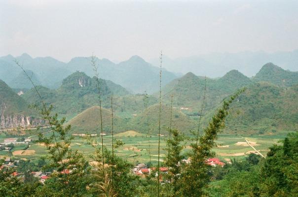 Khu vực núi Đôi, được ví như bầu ngực căng tròn của một nàng tiên đang ngủ.
